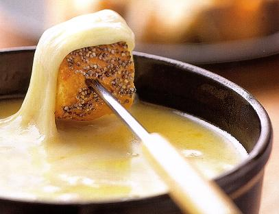 recette fondue savoyarde aux 4 fromages lefromage. Black Bedroom Furniture Sets. Home Design Ideas